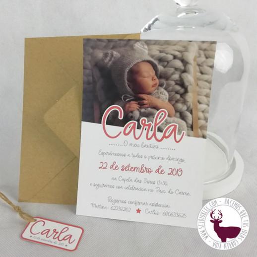 Invitación de bautizo con foto del bebé.