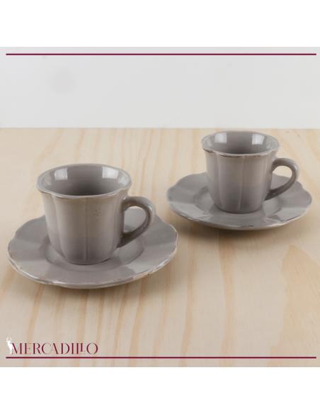 Conjunto de pocillos de cerámica con platillos.